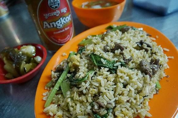 カンボジアのチャーハンとビール